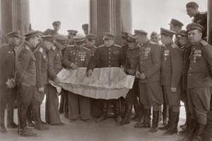 Офицеры 53 бад на экскурсии по Берлину. 11.05.1945 г.